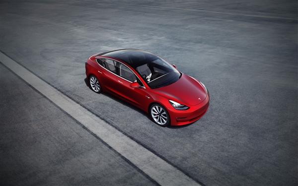 特斯拉Model 3最新车祸画面曝光 高速直线撞上横倒货车